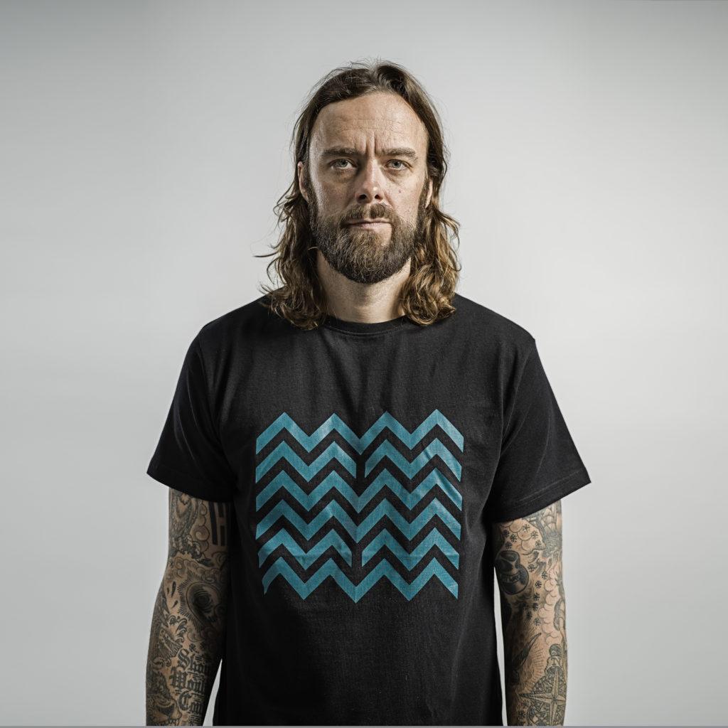 Ville Leino ja Bille Beinon Metsien Suomi paita